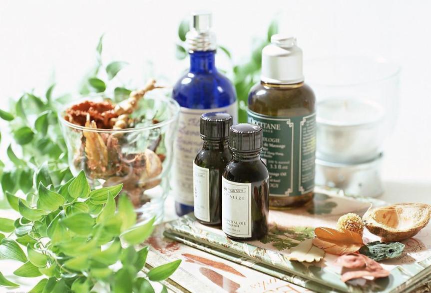 essential-oil-bottles-plants-herbs-flowers-1024x695-5