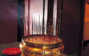 incense-sticks-artistic-wallpaper-1920x1200-3670