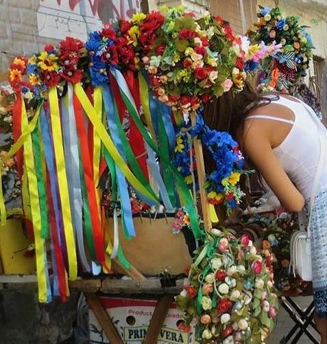 vinochky wreaths in Ukraine Kyiv on Andriyivskyi Uzviz